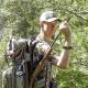 42-litrový lovecký batoh s jedinečným patentovaným systémom Quick Rifle Release (QRR).  Technické údaje:  -Objem: 42 litrov (nezahŕňa priestor na zbraň) -Patentovaný systém QRR systému Vorn Equipment. Pozrite si video na adrese www.vornequipment.com -Priestranná a dobre polstrovaná zbraňová priehradka. Vyhovuje všetkým bežným poľovníckym brokovniciam a puškám s alebo bez puškohľadov alebo bipodov. -Vnútorný rám z hliníka 6061 T6, ktorý efektívne prenáša zaťaženie z hlavného priestoru do nosného systému. -Široké a pomerne tenké ramenné popruhy zaisťujú pohodlné nosenie, ale pri streľbe nezasahujú do zadnej časti strelnej zbrane. -Kvalitný bedrový pás pre pohodlný prenos nákladu. V bedrovom páse je MOLLE na upevnenie vreciek a príslušenstva. -Vonkajšie a vnútorné vrecká a priehradky na uloženie a ľahký prístup k vášmu loveckému vybaveniu. -Vnútorné vrecko na hydratáciu (nie je súčasťou dodávky). -Hmotnosť: 3,1 kg -YKK zipsy a klzáky -Duraflex Acetate spony -Vysoko kvalitné nylonové popruhy